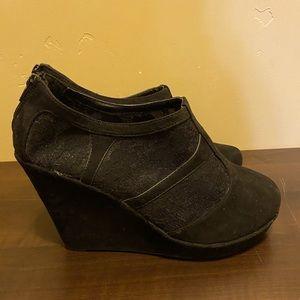Women's Size 12 Torrid Black Lace closed t…
